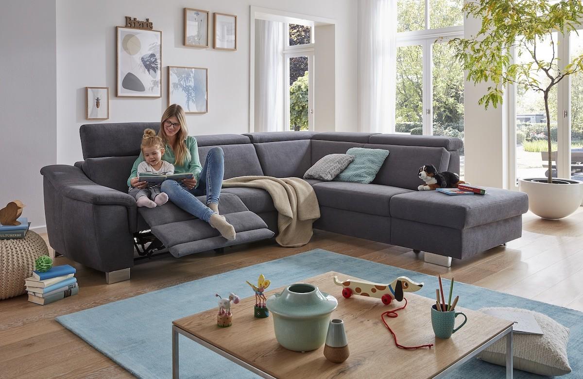 polstermoebel-ecksofa-couch-funktion-fussablage-lehne