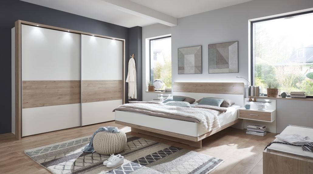 schlafzimmer-moebel-bett-kleiderschrank-weiss-holz-beleuchtung