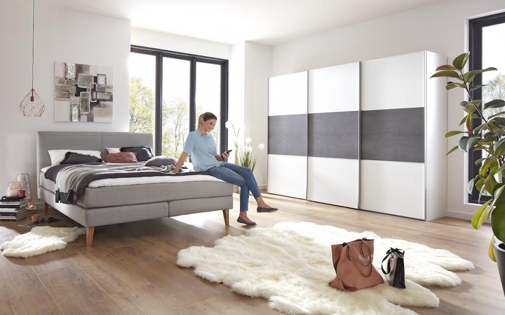 schlafzimmer-moebel-bett-stoffbezug-kleiderschrank-weiss-grau